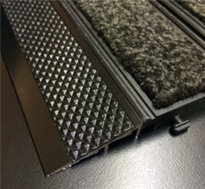 Tredsafe Connex Ramp DT080  Black Carpet to Vinyl Trim - no insert per bar