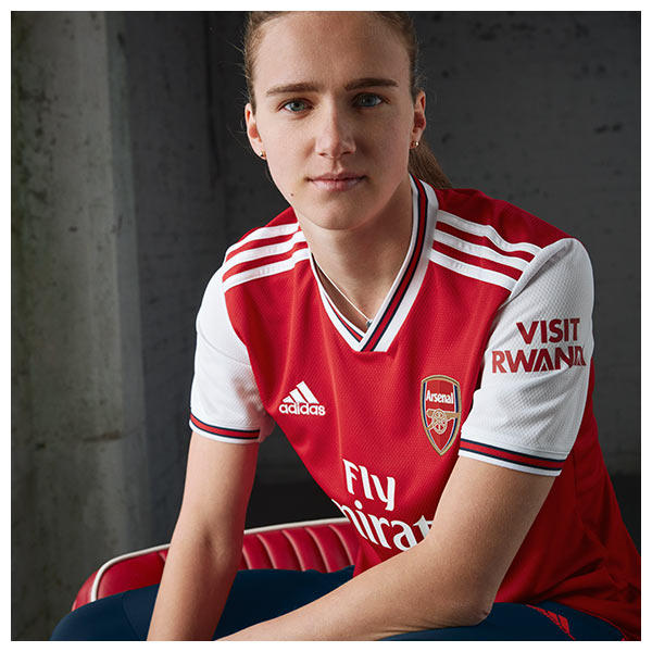 Miedema wears the 2019-20 Arsenal FC Home Shirt