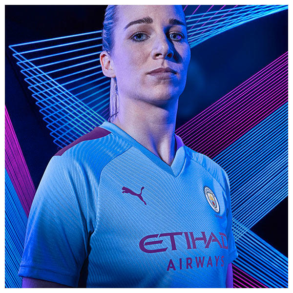 Gemma Bonner wears the 2019-20 Manchester City Home Kit