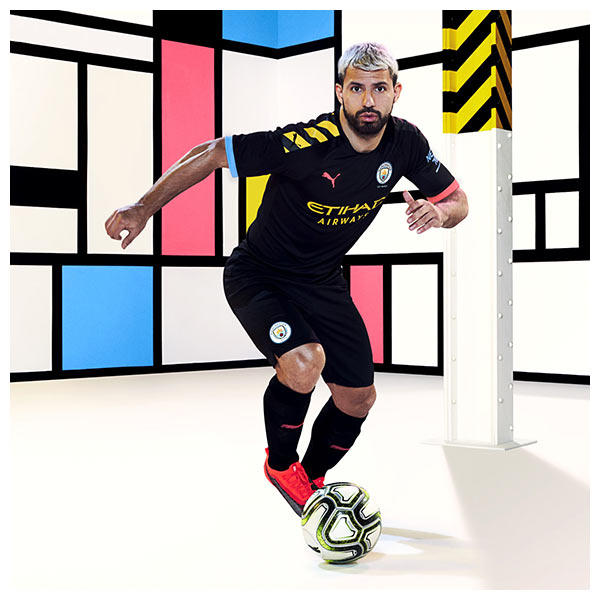 Sergio Agüero wears the 2019-20 Manchester City Away Kit