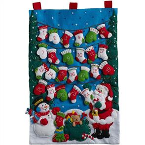 Bucilla  Mittens & Stockings Advent Calender - Felt Applique Kit