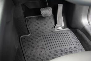 Lipped All Weather Rubber Car Mats to suit Nissan Navara Double Cab NP300 (D23) 2015+