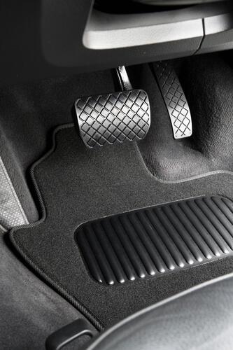 Land Rover Discovery Sport (2nd Gen) 2019+ Classic Carpet Car Mats