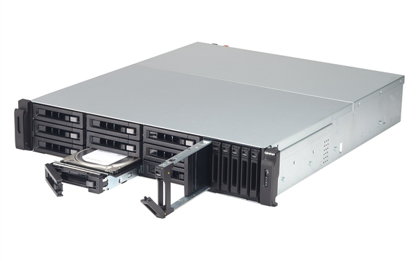 15-Bay TurboNAS, SAS 12G, SAS/SATA 6G, Xeon E3-1246 v2 3.5GHz, 8GB ECC RAM, 4-LAN, built-in 2 10Gb SFP+, 40G network-ready, iSCSI, max 32 G